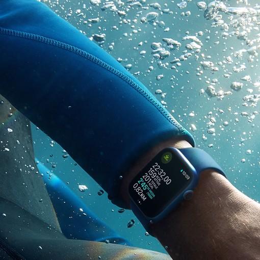 Apple Watch Series 7 GPS, 41mm Cassa in Alluminio Blu con Cinturino Sport Azzurro